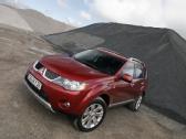 Autoesittely Mitsubishi Outlander 2007-2011