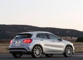 Autoesittely Mercedes-Benz GLA 45 AMG 2014