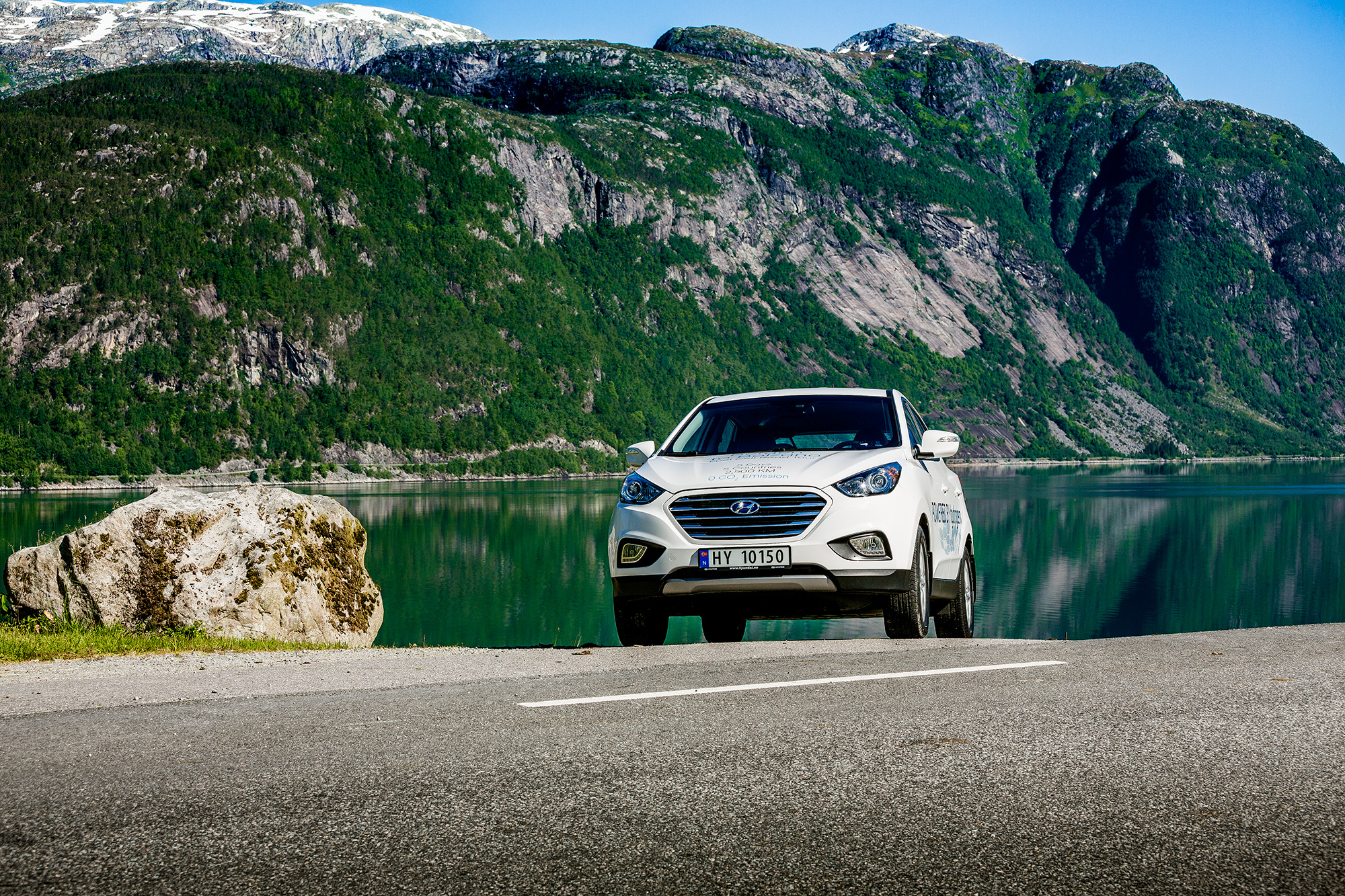 Vetyauto Hyundai Norjan hienoissa maisemissa