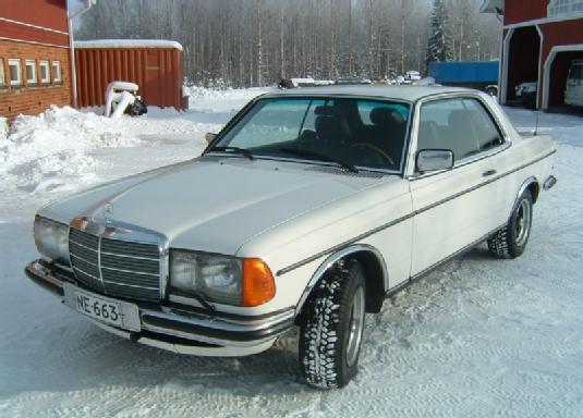 Myyd n mercedes benz 230 1979 ne 663 for Mercedes benz 663