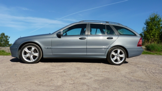 Myyd n mercedes benz c 2005 espoo xut 330 for Mercedes benz c 330
