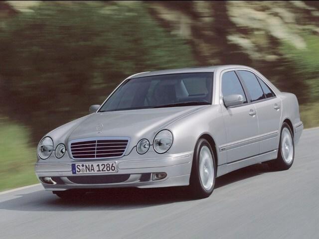 Autoesittely Mercedes-Benz E-sarja 2001