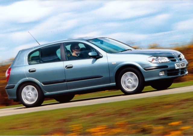 Autoesittely Nissan Almera (2000-2007)