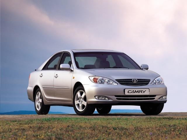Autoesittely Toyota Camry (2002)