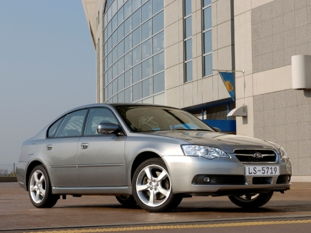 Autoesittely Subaru Legacy 2004-2008