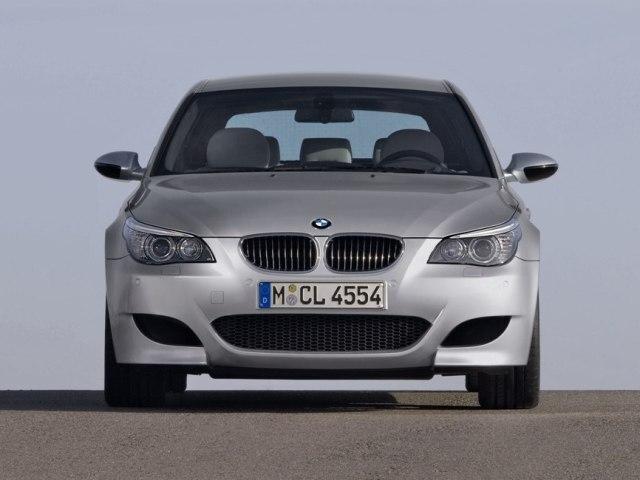 Autoesittely BMW M5 (2008)