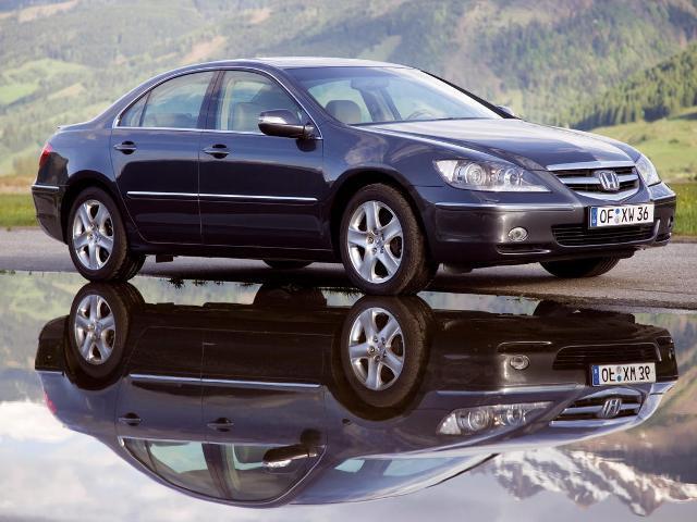 Autoesittely Honda Legend (2008)