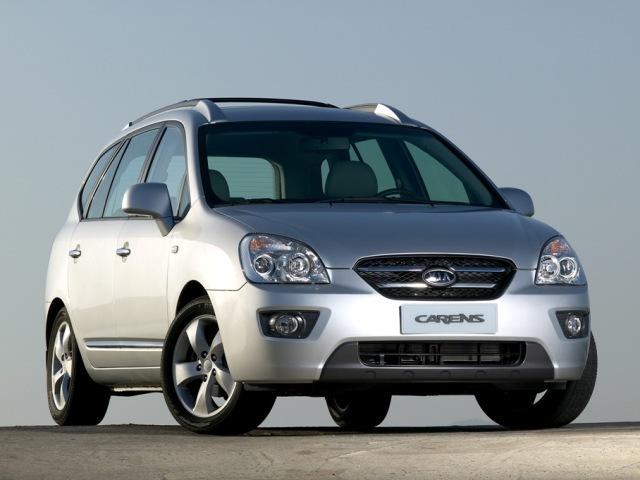 Autoesittely Kia Carens 2008-2010