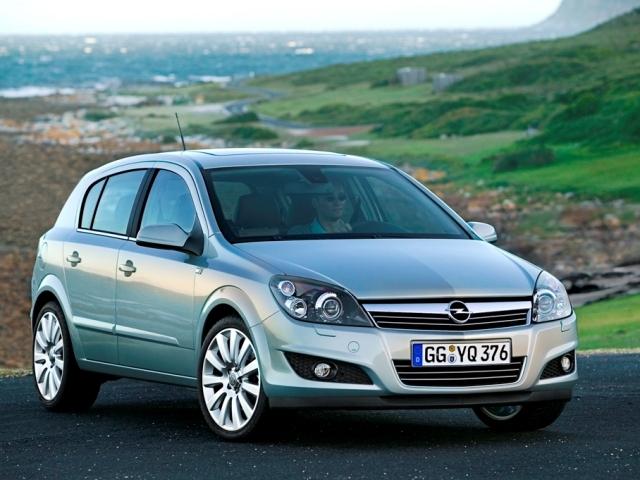 Autoesittely Opel Astra 2008