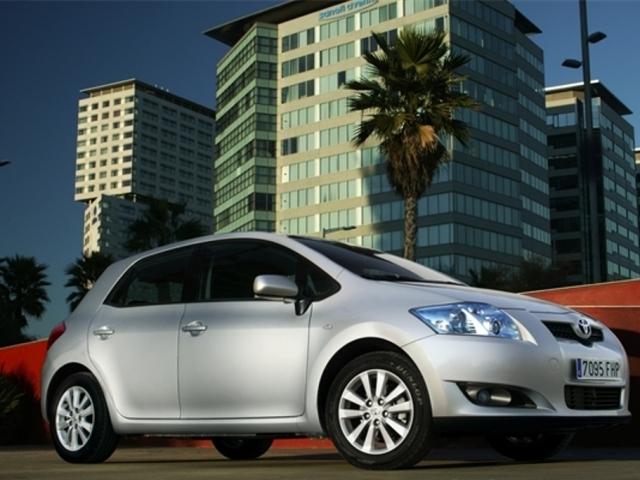 Autoesittely Toyota Auris 2008-2009