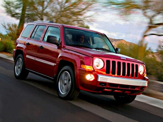 Autoesittely Jeep Patriot 2008-2011