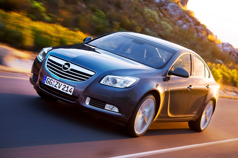 Autoesittely Opel Insignia 2010