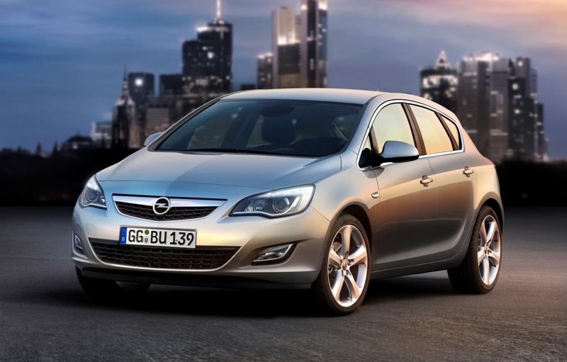 Autoesittely Opel Astra (2011)