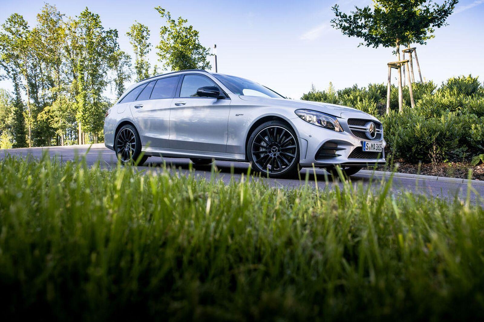 Mercedes-Benz houkuttelee vaihtoautokaupoille – Suomessa käyttöön uusi takuuohjelma