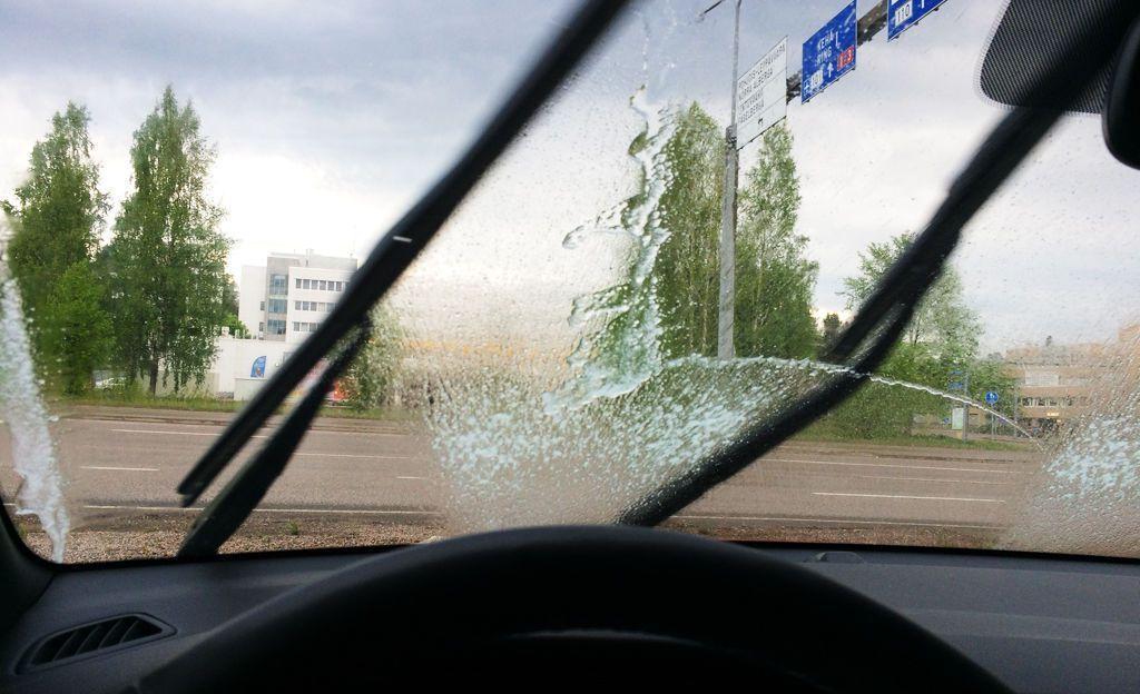 Autoilija, tiedätkö tämän niksin? Estää lasinpesuaineen hajun tunkeutumisen sisälle