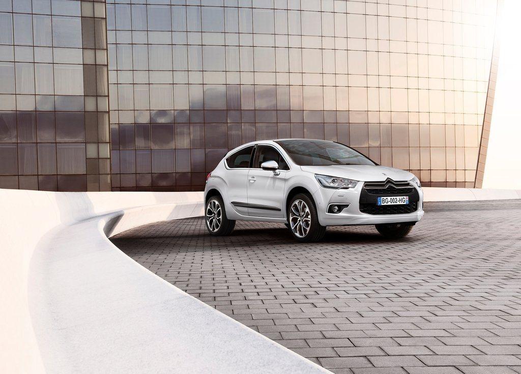Autoesittely Citroën DS4 2012