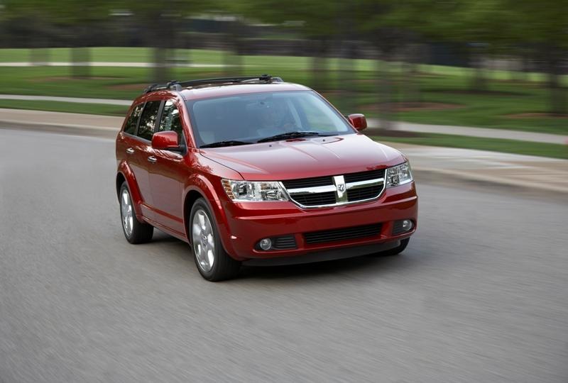 Autoesittely Dodge Journey 2008