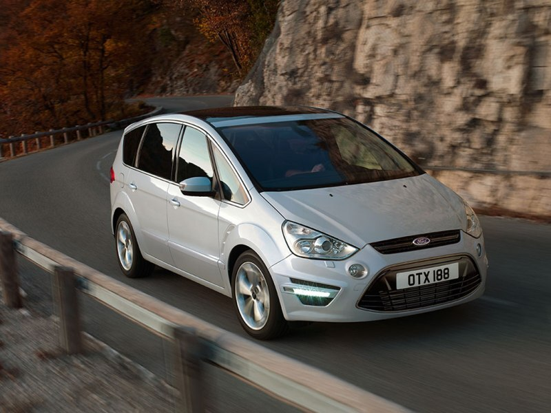 Autoesittely Ford S-MAX 2011