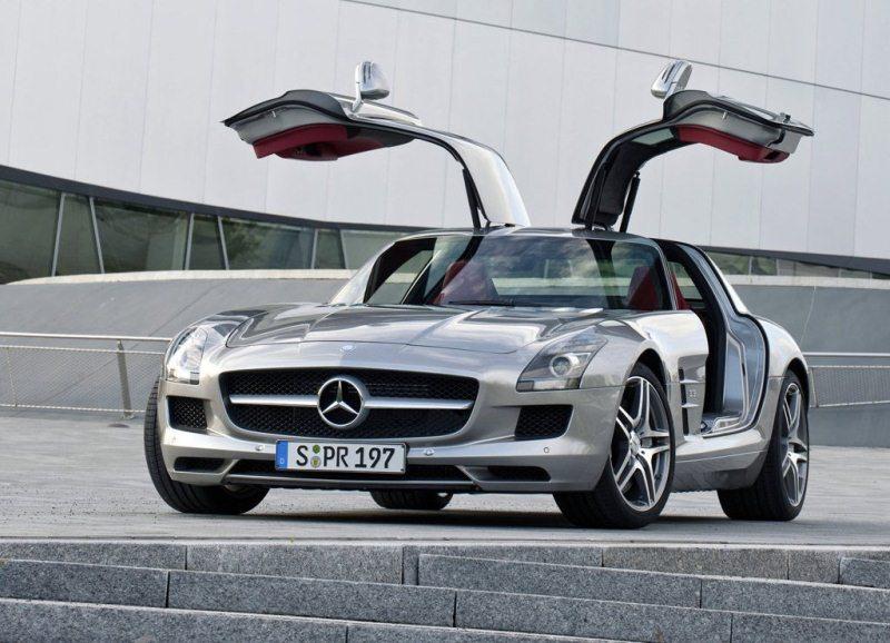 Autoesittely Mercedes-Benz SLS AMG 2012