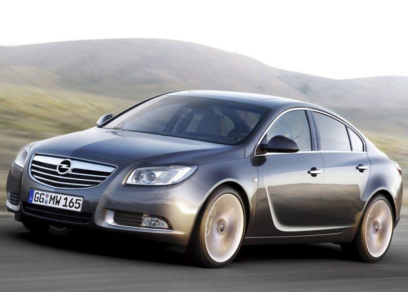 Autoesittely Opel Insignia 2012