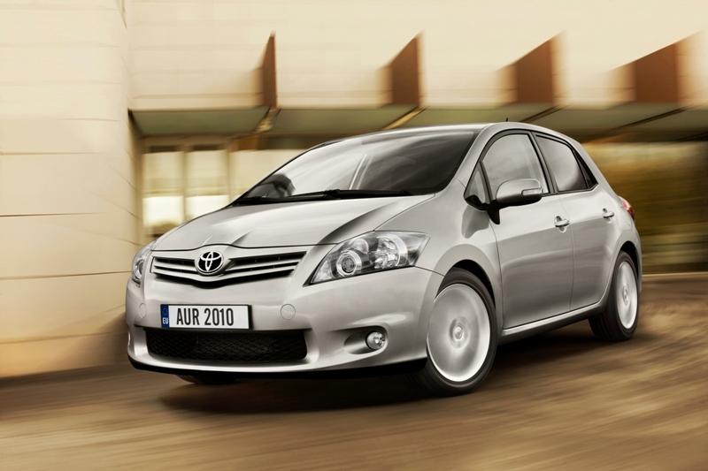 Autoesittely Toyota Auris (2011)