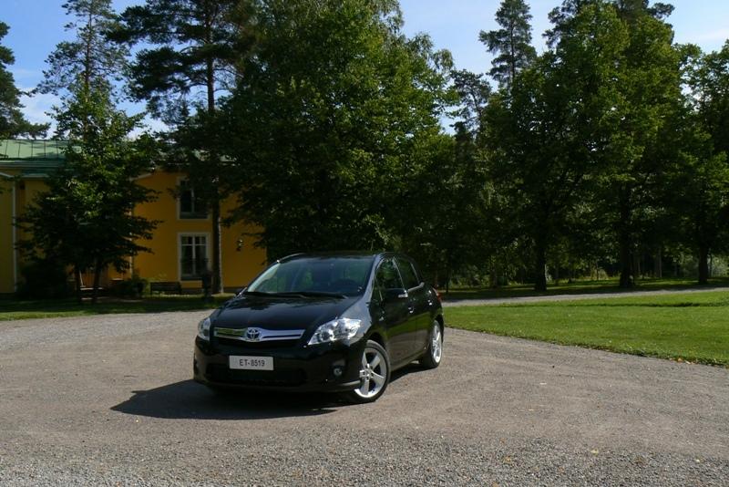Autoesittely Toyota Auris HSD (2010)