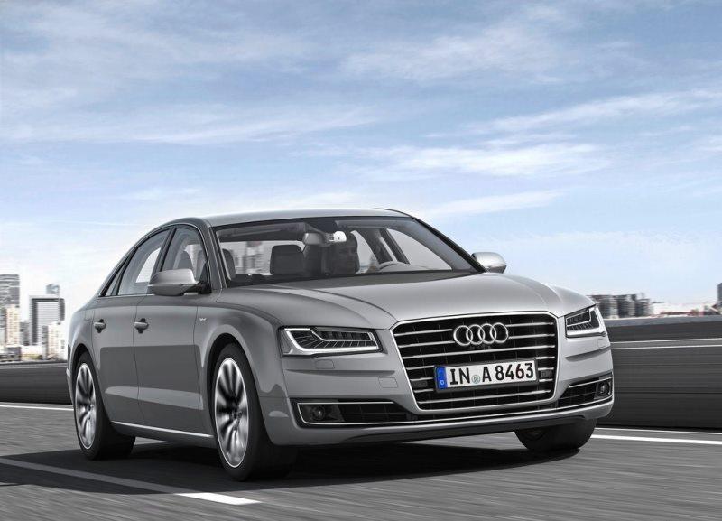 Autoesittely Audi A8 2014