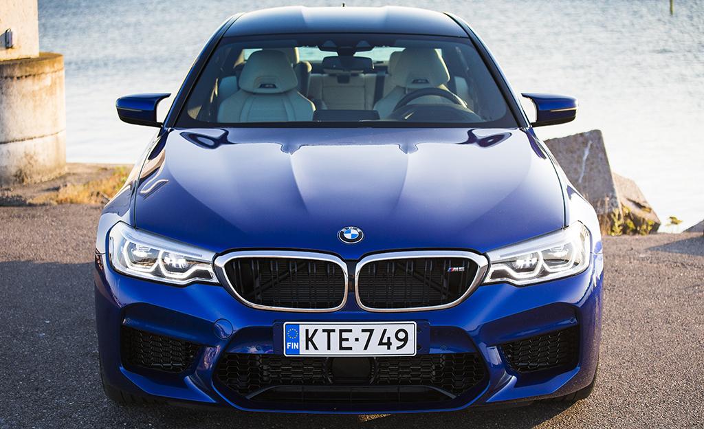 Koeajossa uusi BMW M5 – nelivetoinen unelma-auto