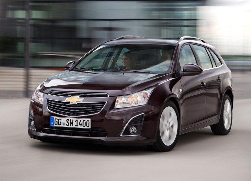 Autoesittely Chevrolet Cruze 2012