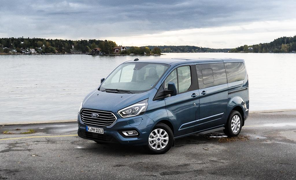 Hybridihitti suomalaisiin olosuhteisiin? Fordin 8-paikkainen kulkee yli 500 km yhdellä istumalla