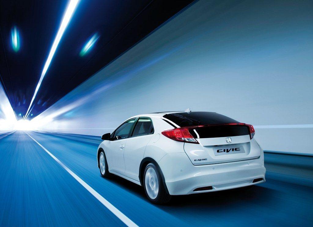 Autoesittely Honda Civic 2013