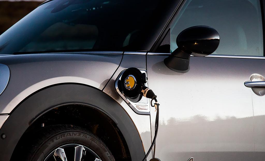 Kuukauden valinnat: Hybridiautot – pienemmät autoilun käyttökulut trendikkäällä hybridillä