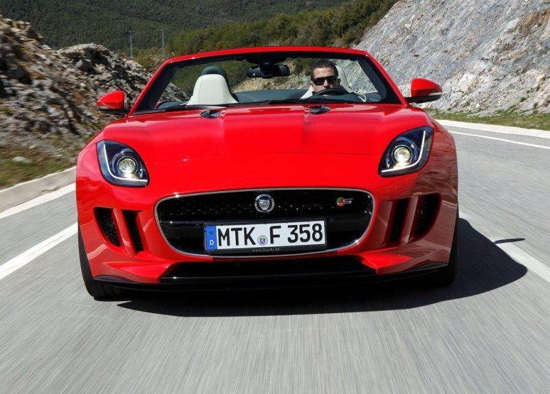 Autoesittely Jaguar F-Type 2013