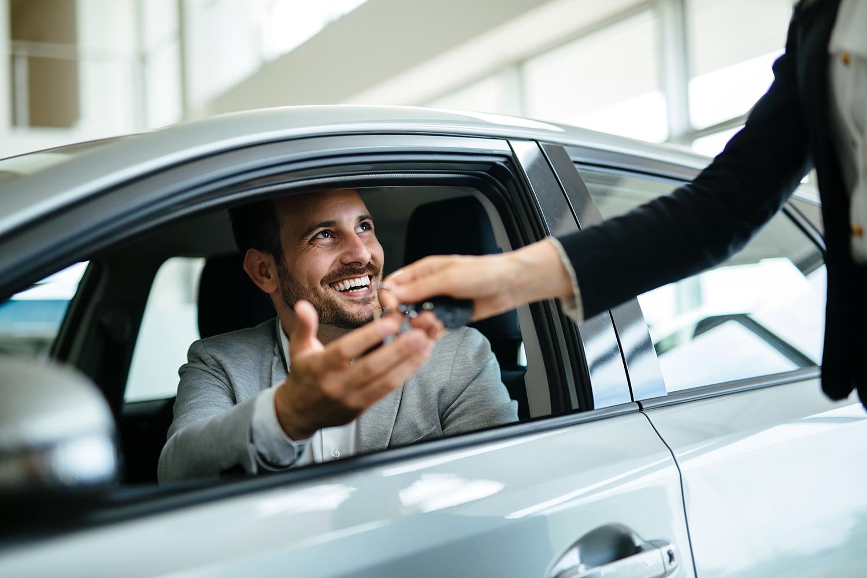 Kilpailuta autolaina ennen autoliikkeeseen astumista