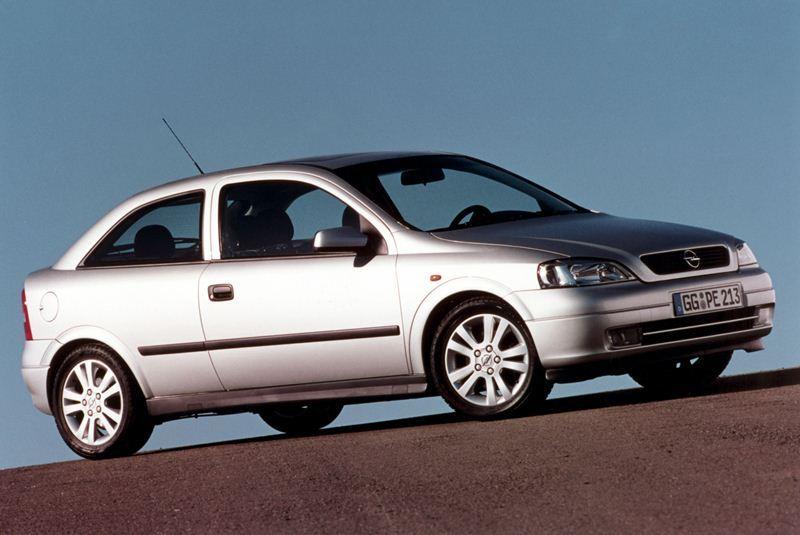 Autoesittely Opel Astra 1998-2004