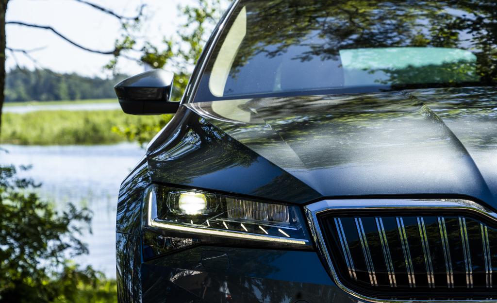 Ladattavat ohittivat jo dieselien myynnin – myös perinteiset hybridit porskuttavat