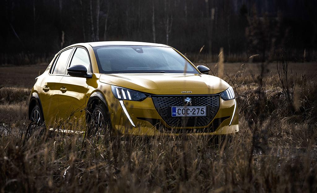 Peugeot 208 voitti Vuoden Auto -palkinnon: uutuutta myyty jo huikea määrä – arvaatko sähköauton osuuden?