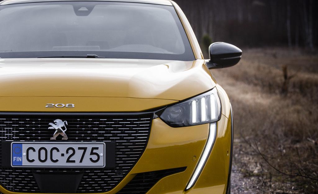 Suomalaisosaaminen yllätti uudessa Peugeot 208:ssa – tällaista hologrammimittaristoa et ole vielä nähnyt