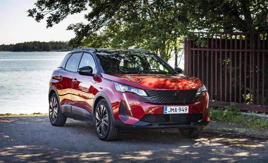 Kun lataushybridi yllättää koeajossa positiivisesti – nelivetoinen Peugeot 3008 Hybrid4 ylitti luvatun toimintamatkan reilusti