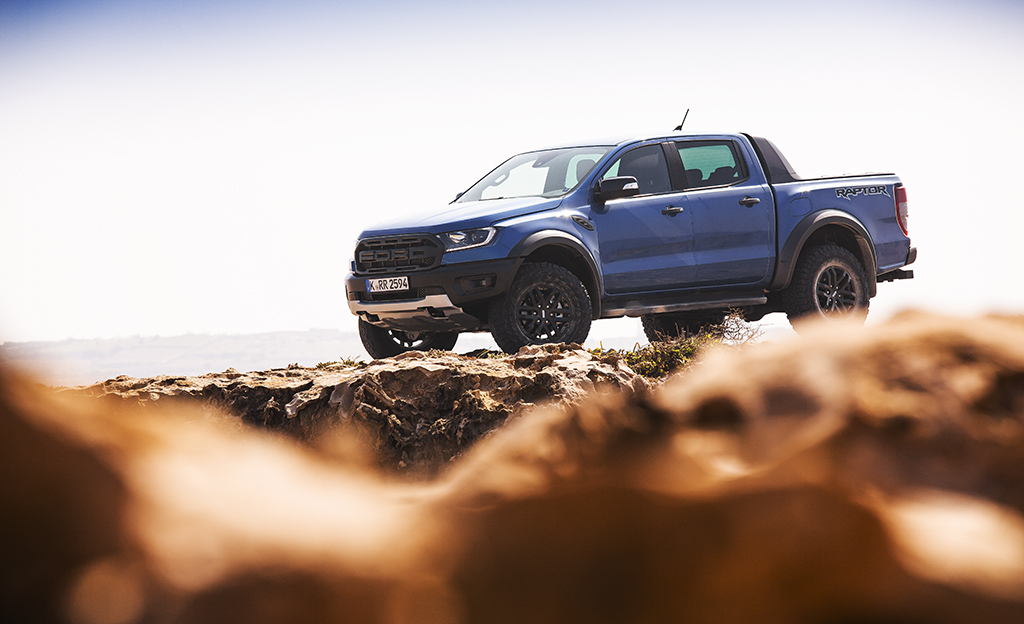 Koeajossa Ford Ranger Raptor (vm. 2019) – oman tiensä kulkija