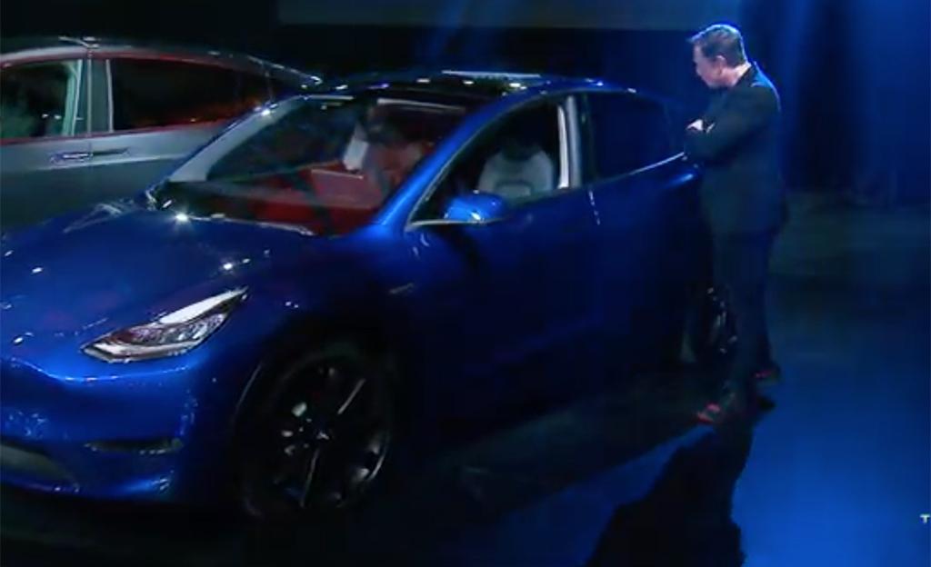 Tässä on Tesla Model Y -katumaasturi – katso hinnat ja ominaisuudet