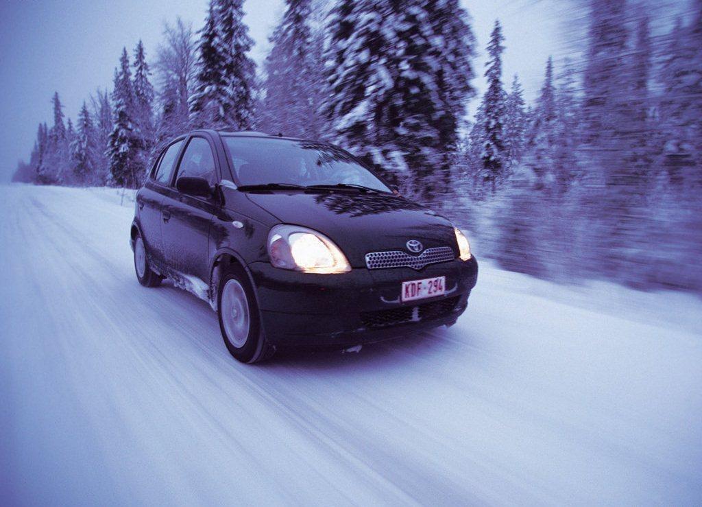Autoesittely Toyota Yaris 1999-2005