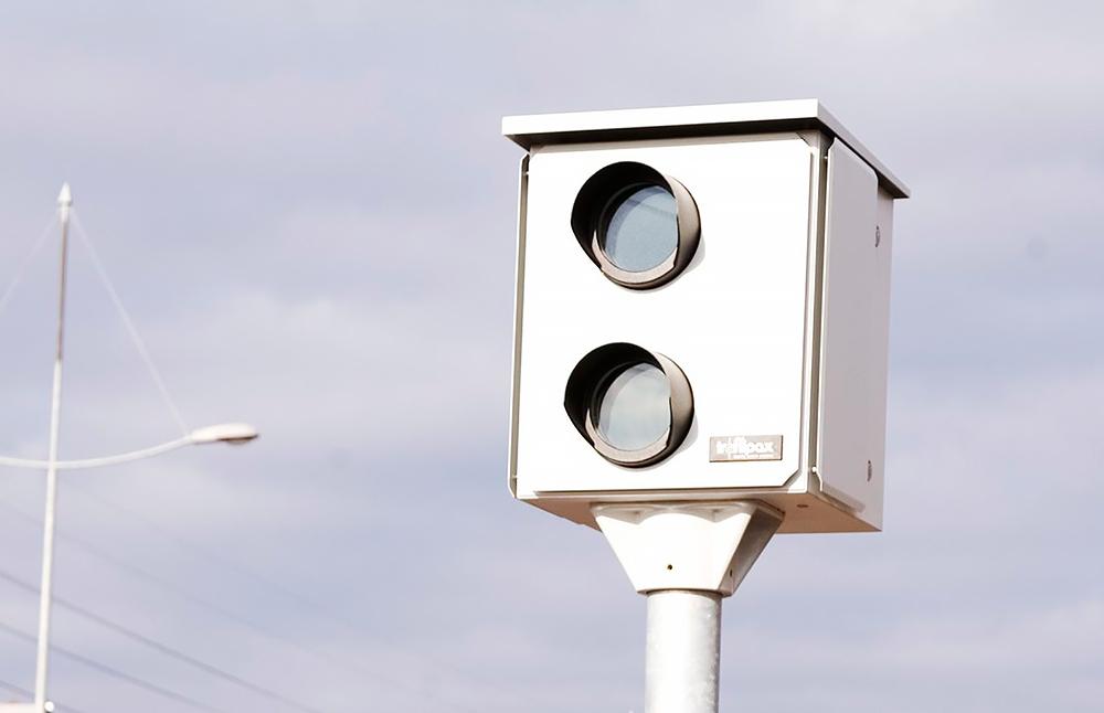 Autoilijan kiusa vai turvallisuuden lisääjä – miten toimiva ratkaisu peltipoliisit ovat?