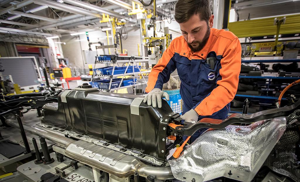 Volvolta merkittävä askel kohti sähköautoja – sopimus akuista takaa tuotannon