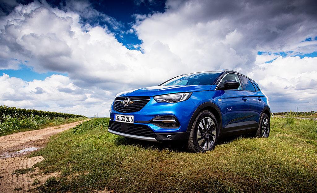 Koeajo: Opel Grandland X - aineksia suomalaisten suosikiksi