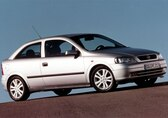 Autoesittely Opel Astra 2001-2003