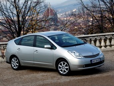 Autoesittely Toyota Prius 2005-2008