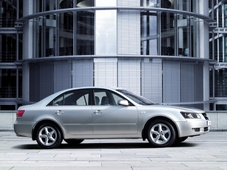 Autoesittely Hyundai Sonata 2006