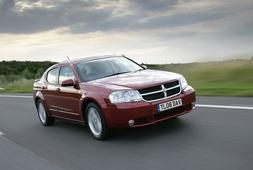 Autoesittely Dodge Avenger 2010-2011