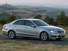 Autoesittely Mercedes-Benz E-sarja (2009)